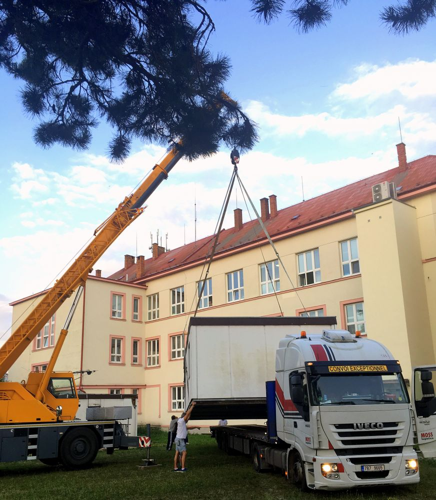 Oversized load from the Hustopeče hospital